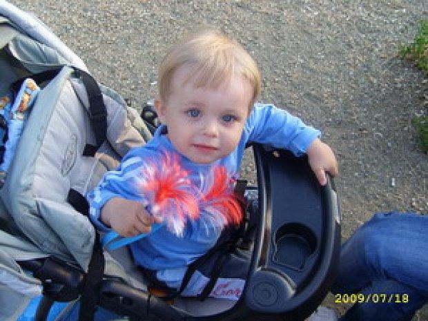 Мальчика поставили на колени и заставили сосать фото 461-869